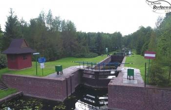 Śluza w miejscowości Przerwanki łącząca jezioro Gołdopiwo z rzeką Sapina